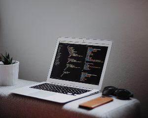 VPN yhteys omaan koneeseen helposti. Hyvä VPN yhteys auttaa oman nettiselaamisen salaamisessa ulkopuolisilta urkkijoilta.