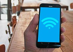 Jos wifi yhteys pätkii tai hidastelee, syy voi olla joko operaattorikohtainen häriö tai omassa päätelaitteessa oleva vika.